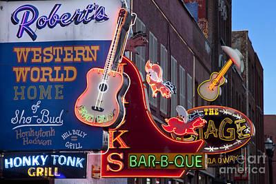 Que Photograph - Music Clubs Nashville by Brian Jannsen