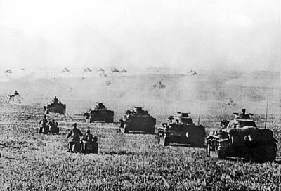 Invade Photograph - Nazi Tanks Move On Stalingrad by Underwood Archives