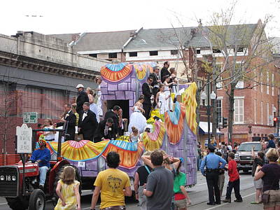New Orleans - Mardi Gras Parades - 121265 Print by DC Photographer