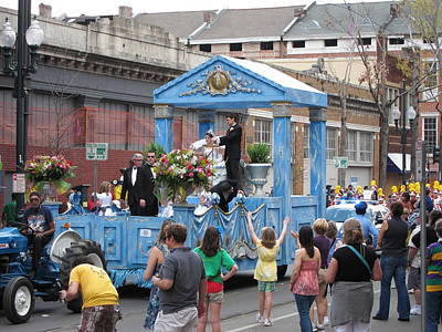 Parade Photograph - New Orleans - Mardi Gras Parades - 121272 by DC Photographer