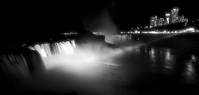 Niagra Falls Photograph - Niagara Falls - Image 1284-02 by Larry Jost