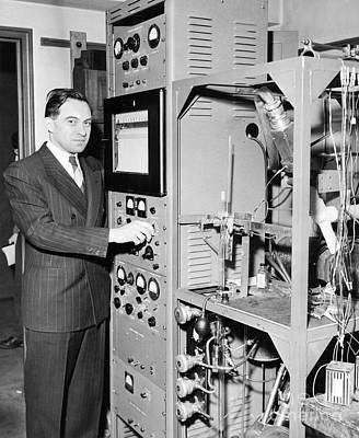 University Of Minnesota Photograph - Nier And Mass Spectroscopy Equipment by Emilio Segre Visual Archives/american Institute Of Physics