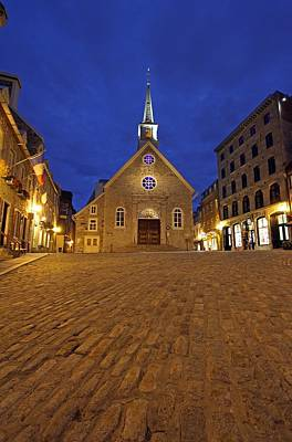 Stone Buildings Photograph - Notre Dame Des Victories At Place Royale In Quebec by Juergen Roth