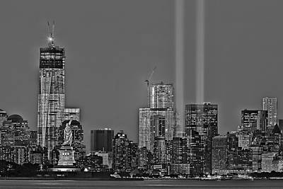 Nyc Remembers September 11 Bw Print by Susan Candelario