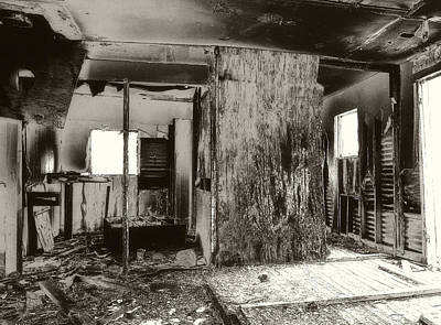 Old House Photograph - Abandoned Farm House by Gilbert Artiaga