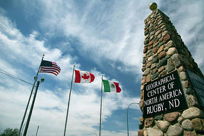 Rugby Photograph - Obelisk Marking Centre Of The Us by Jim West