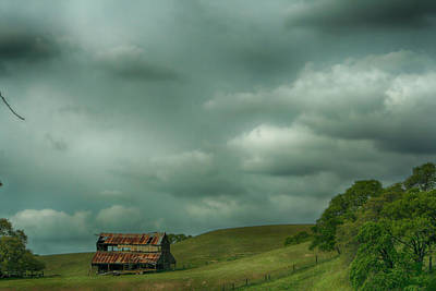 Old Barns Photograph - Old And Lonely by Laurie Search