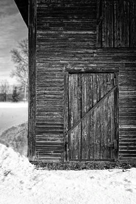 Classic New England Barns Photograph - Old Barn Door Windsor Vermont by Edward Fielding