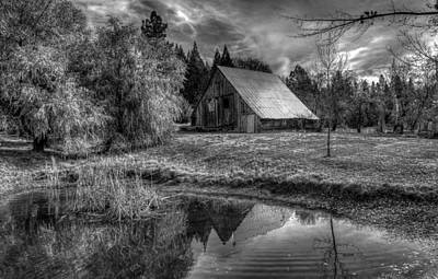 Placerville Photograph - Old Barn by Mike Ronnebeck