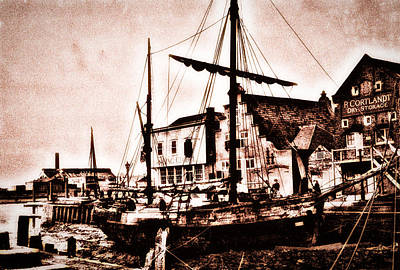 Old Boat In Lynn Print by Andrew Beeson