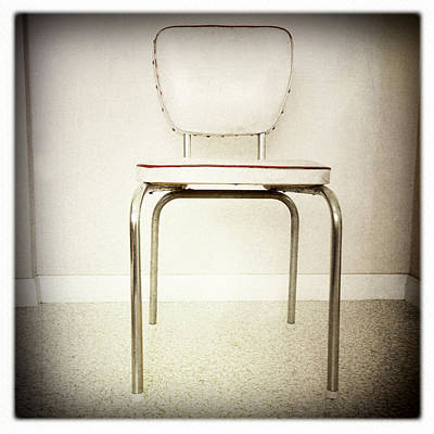 Old Chair Print by Les Cunliffe