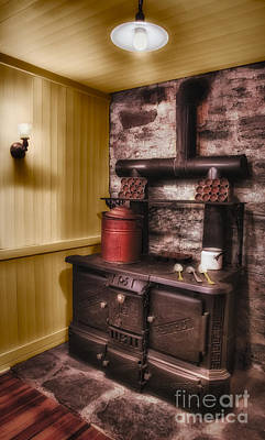 Water St Photograph - Old Fashioned Stove by Susan Candelario