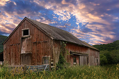 Red Barn. New England Photograph - Old New England Barn by Bill Wakeley