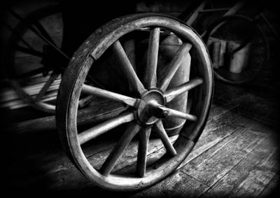Old Wagon Wheel Black And White Print by Dan Sproul
