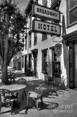 Indiana Scenes Photograph - On Broadway Bw by Mel Steinhauer