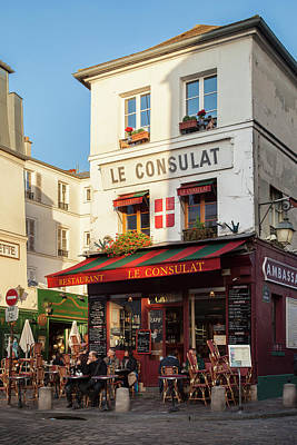 European Cafe Photograph - Outdoor Seating At Le Consulat Cafe by Brian Jannsen