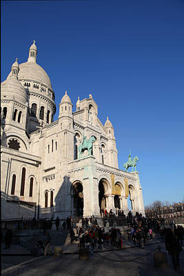 Basilica Photograph - Outside The Basilica Of The Sacred Heart Of Paris - Sacre Coeur - Paris France - 01135 by DC Photographer