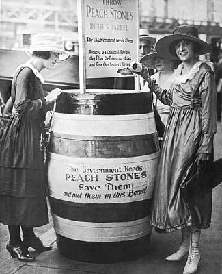 1910s Photograph - Peach Pits For Poison Gas by Underwood Archives