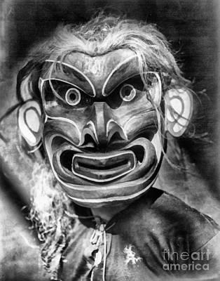 Portrait Painting - Pgwis Qagyuhl Indian Mask by Vincent Monozlay