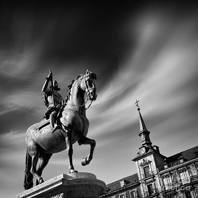 Casa Photograph - Plaza Mayor - Madrid by Rod McLean