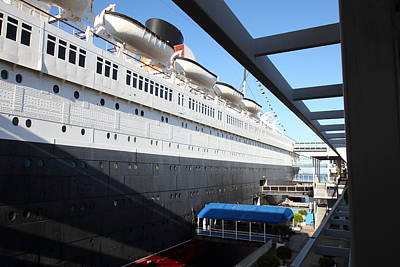 Queen Mary - 121216 Print by DC Photographer