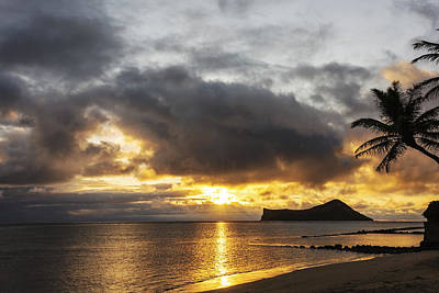 Sunbeams Photograph - Rabbit Island Sunrise - Oahu Hawaii by Brian Harig