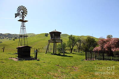 Ranch Along The Rolling Hills Landscape Of The Black Diamond Mines In Antioch California 5d22337 Print by Wingsdomain Art and Photography