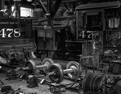 Repair Shop For The Durrango And Silverton Rr Print by Gary Warnimont