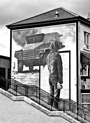 Political Photograph - Resistance Mural In Derry by Nina Ficur Feenan
