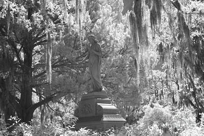 Savannah Bonaventure Cemetery Black And White Angel Monument With Hanging Spanish Moss Print by Kathy Fornal
