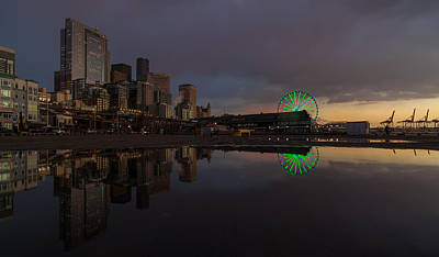 Seattle Cityscape And The Wheel Print by Mike Reid