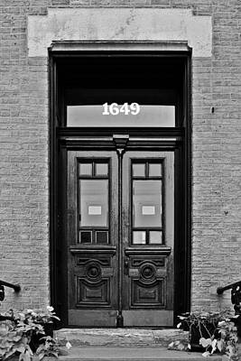 Brick Buildings Photograph - Sedgwick Street Old Town Chicago by Christine Till