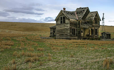 Old House Photograph - She Didnt Like The Country by Jean Noren