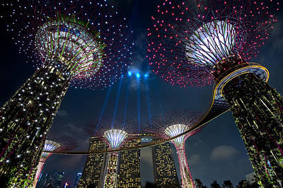 Singapore Photograph - Showtime by Ng Hock How