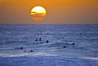 Surf Lifestyle Photograph - Silhouettes And Gold by Sean Davey