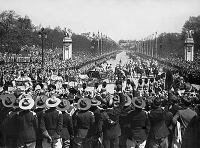 World Capitals Photograph - Silver Jubilee Procession by Underwood Archives