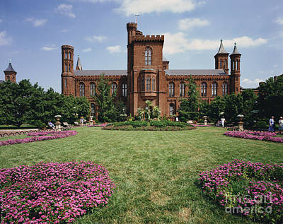 Smithsonian Museum Photograph - Smithsonian Institution Building by Rafael Macia
