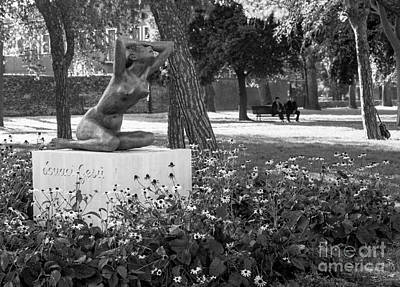 Black And White Nude Couple Photograph - Souaci Gesu by Prints of Italy