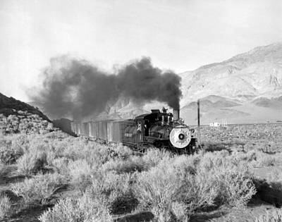 Land Feature Photograph - Southern Pacific Locomotive by Underwood Archives