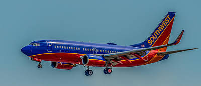 Airliners Photograph - Southwest 737 Landing by Paul Freidlund