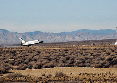 Space Shuttle Endeavor Landing Print by Science Source