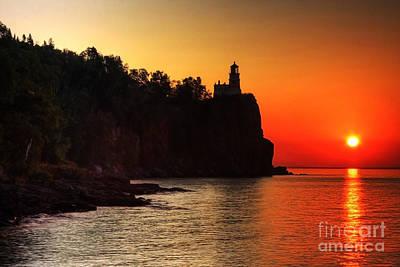Split Rock Lighthouse - Sunrise Print by Wayne Moran