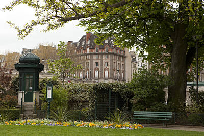 Photograph - Square Du Vert-galant 2 by Art Ferrier