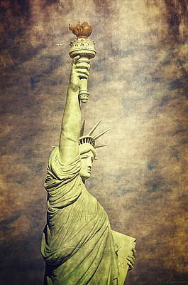 Busy Digital Art - Statue Of Liberty by Maria Angelica Maira