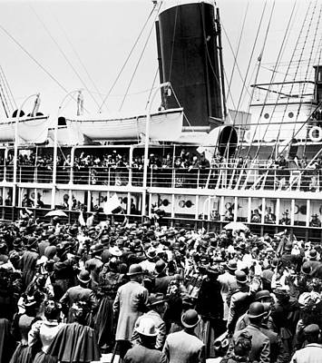 Gathering Photograph - Steamship Goodbyes by Underwood Archives