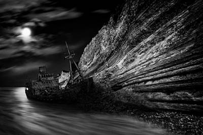 Black And White Photograph - Stranded by Darko Ivancevic