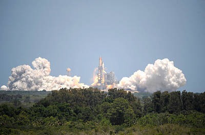 Sts-132, Space Shuttle Atlantis Launch Print by Science Source