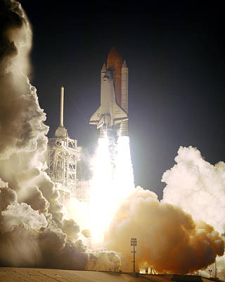Sts-72, Space Shuttle Endeavor Launch Print by Science Source