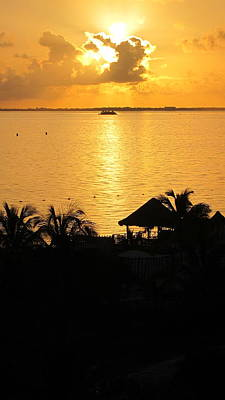 Sunrise Playa Mujeres Print by Paula Brown
