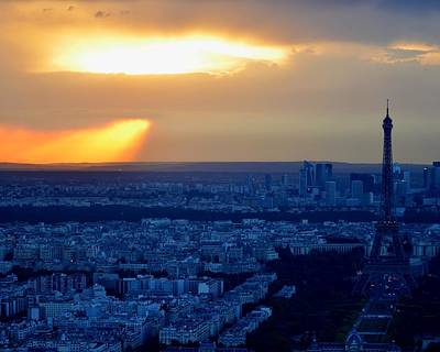 Sunset Over The Eiffel Tower Print by Toby McGuire